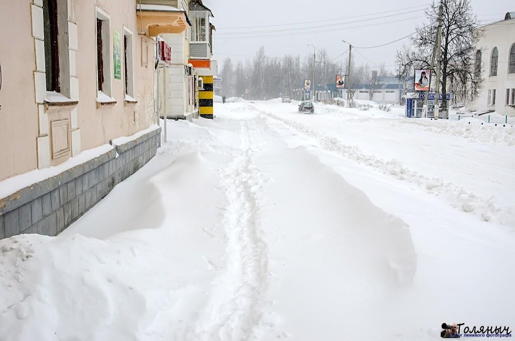 Улица Кирова. Тротуары на момент написания статьи (9.30) не убраны
