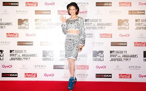 Beni on the red carpet | MTV Video music awards Japan 2012