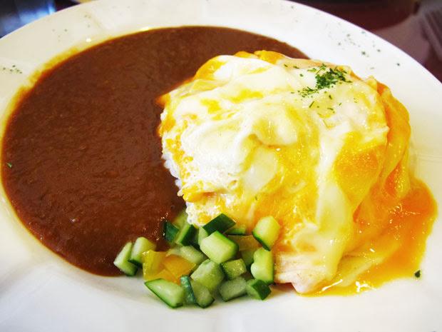 說實話蛋黃沒熟我敢吃,但蛋白沒全熟還是有點怕怕的...-異鄉人咖哩日本食堂