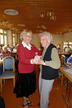 Photo: Hedy Brugger mit der 97 jährigen Heimbewohnerin beim Polkatanzen