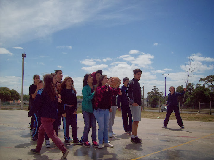 Estudiantes participando de actividades