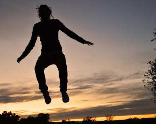 Saltando al tramonto di momoronf