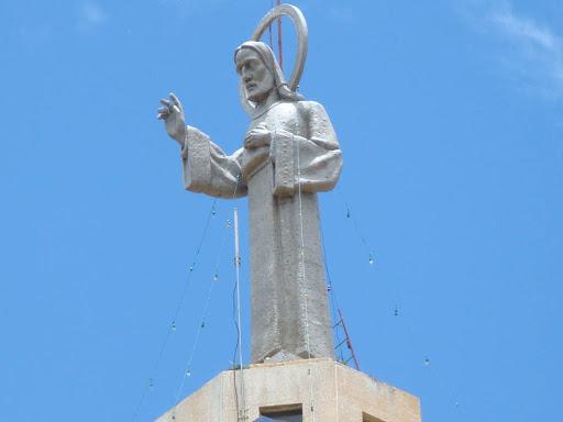 Santuário Sagrado Coração de Jesus, Vera Cruz/SP Escultura do Sagrado Coração de Jesus. Pelo artísta holandês Antônio Van Wiel.