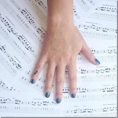 la_nota_musical_de_la_reina_sola_en_mao
