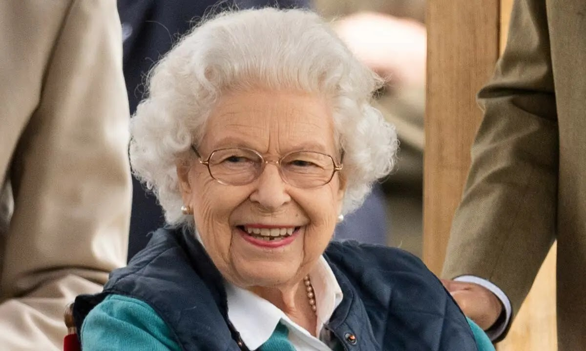 The Queen is all Smiles in Chic Off-Duty outfit at Royal Windsor Horse Show