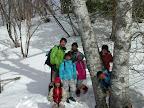 3月に入るとお天気も安定し気温も暖かい。そして雪が深くて絞まってくる。 このときは雪の感触を楽しむよりは、普段ではいけない程 険しいとこや遠いとこまでいける。この日は4時間コースにして森のくらし郷の上の方まで出かけた。奥深い自然懐には巨木あり、絶景あり。