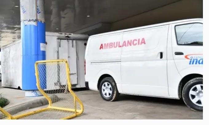 Una morgue de covid, a la vista de los pacientes en un hospital dominicano