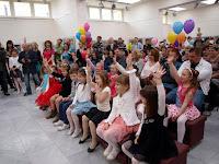 A gyerekek és szüleik aktívan részt vettek a játékokban.JPG