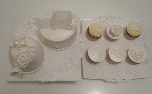 010- Witte taart en cupcakes proeverij.JPG