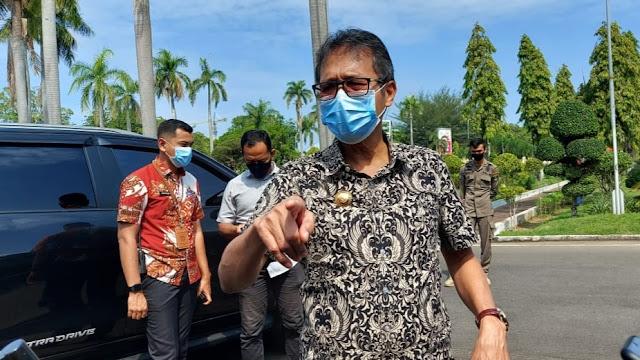 Foto: Gubernur Sumbar Irwan Prayitno. Pasien Covid Sumbar Banyak yang Sembuh, Karantika Tinggal di BPSDM.