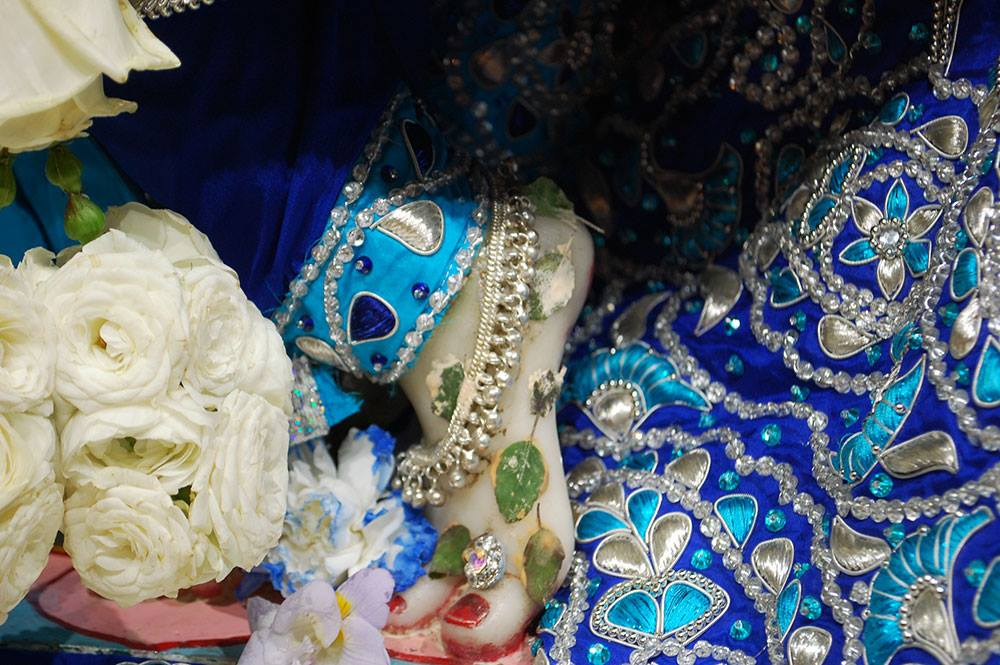 ISKCON-London-Deity-Darshan-14-Dec-2015 (5)