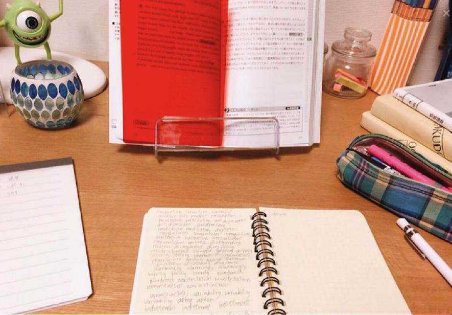 JKの勉強机、のぞき見インタビュー!Vol.7 @しおりちゃん