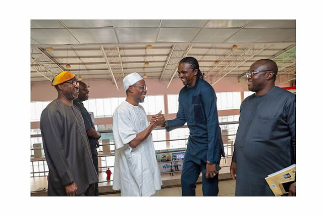 Osun Governor all Happy as he Meets Kanu Nwakwo, Reveals Why he Joined Arsenal (Photos)