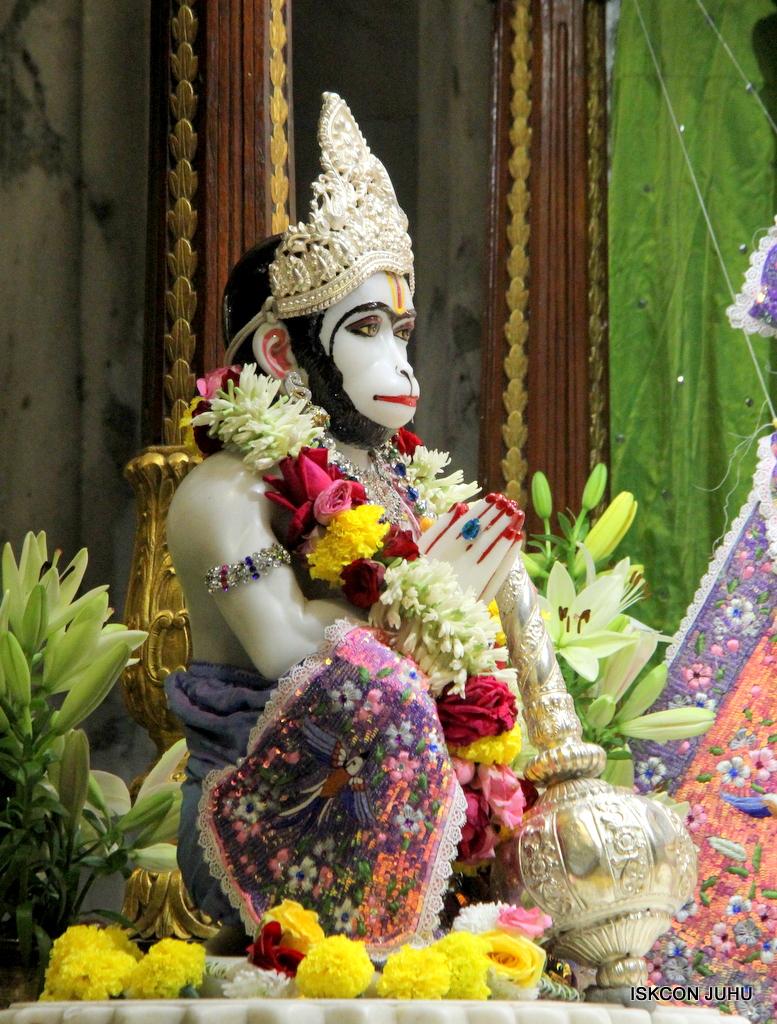 ISKCON Juhu Deity Darshan on 20th Oct 2016 (55)