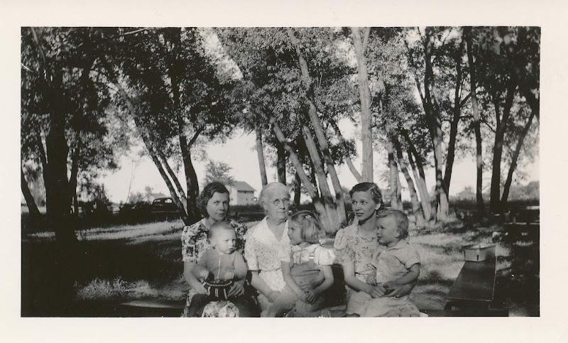 Henrietta, Gramma Drechsler and Dorothy