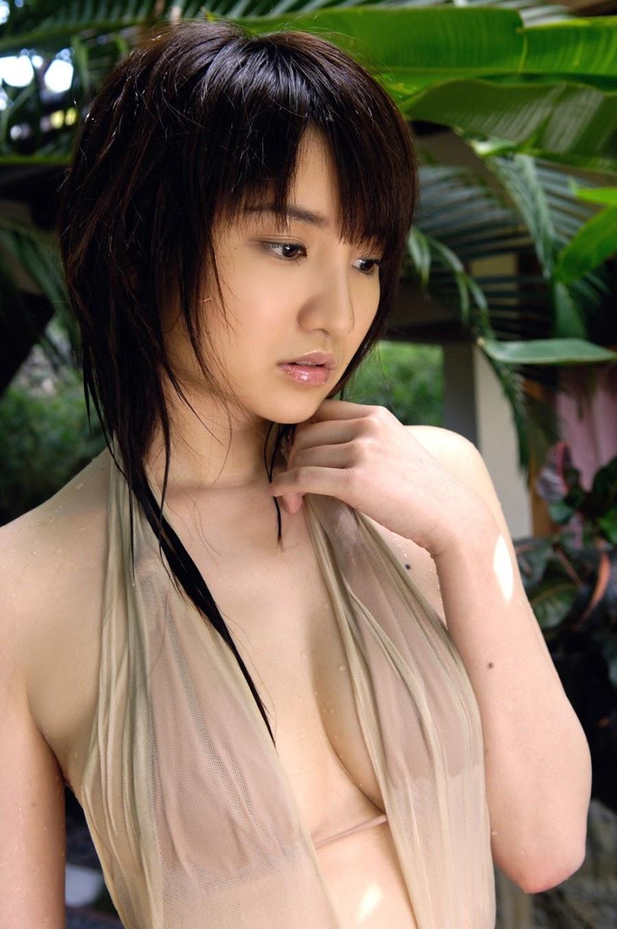 Nana Ozaki - sexy Japanese gravure idol