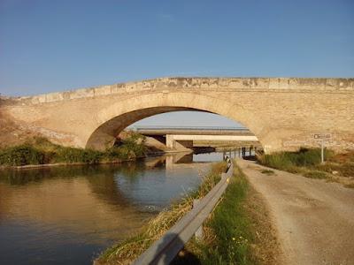 Puente sobre el Canal Imperial de Aragón en Cortes de Navarra