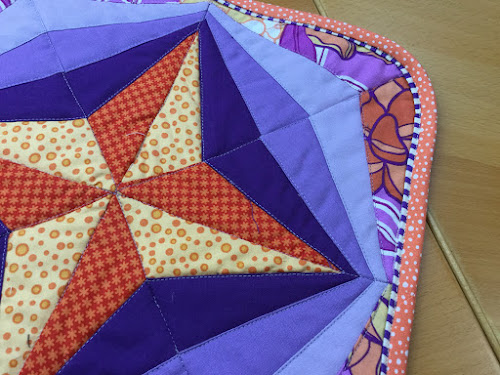 Video tutorial: Machine quilt binding with faux piping tutorial