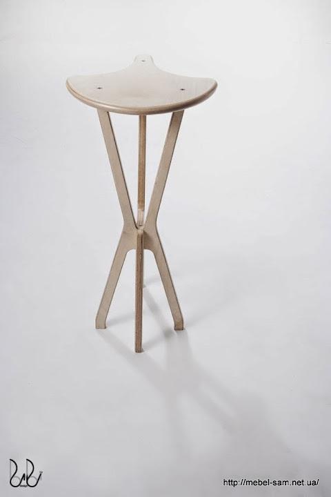Фанерный барный стул - вид сзади
