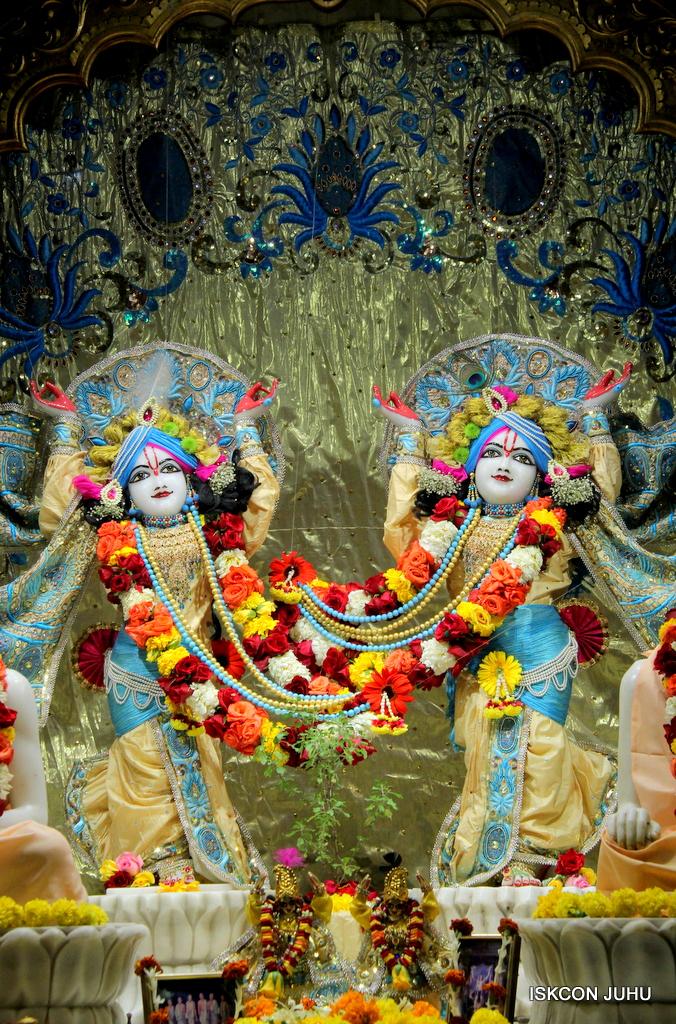 ISKCON Juhu Sringar Deity Darshan on 30th Dec 2016 (33)