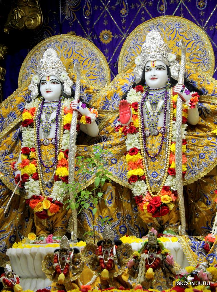 ISKCON Juhu Sringar Deity Darshan on 7th Sep 2016 (85)