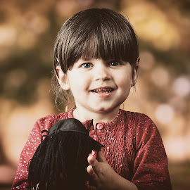 Louna by Charles Paulus - Babies & Children Child Portraits
