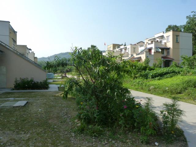Le hameau où habite mon hôte. Entièrement reconstruit par le gouvernement