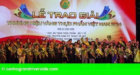 Hình 1: Vinamilk được vinh danh thương hiệu vàng thực phẩm Việt Nam năm 2014