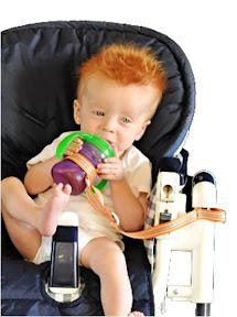 puériculture-attache-biberon-bébé