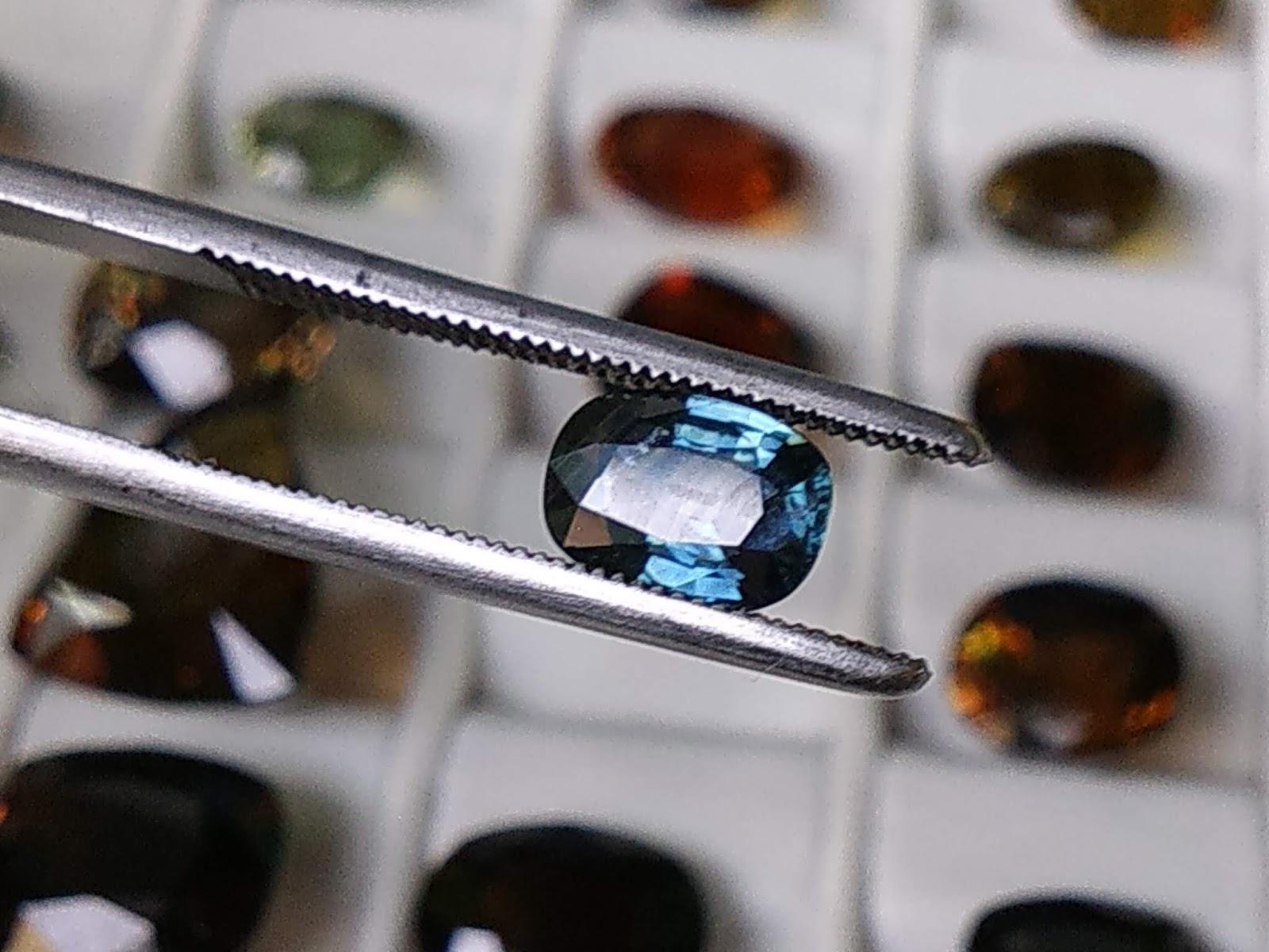 Đá quý Natural Sapphire, xanh Hero mài giác lửa mạnh, sạch tinh