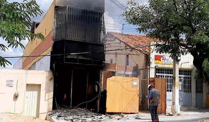 Incêndio distroi loja de lingerie em Acopiara-CE