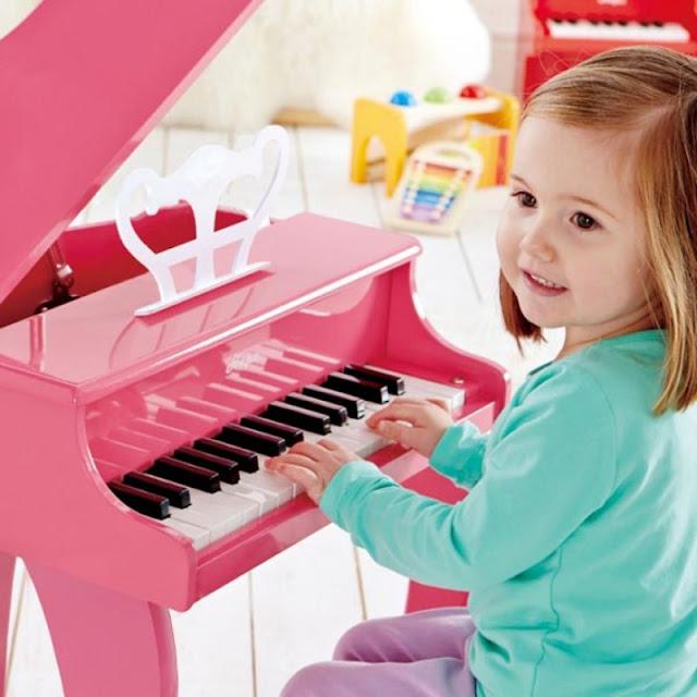 Sản phẩm Đàn Piano màu hồng bằng gỗ Hape E0319 Happy Grand Piano, Pink