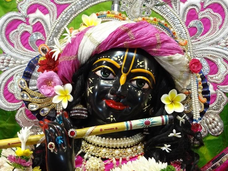 ISKCON Nigdi Deity Darshan 19 Dec 2015 (20)