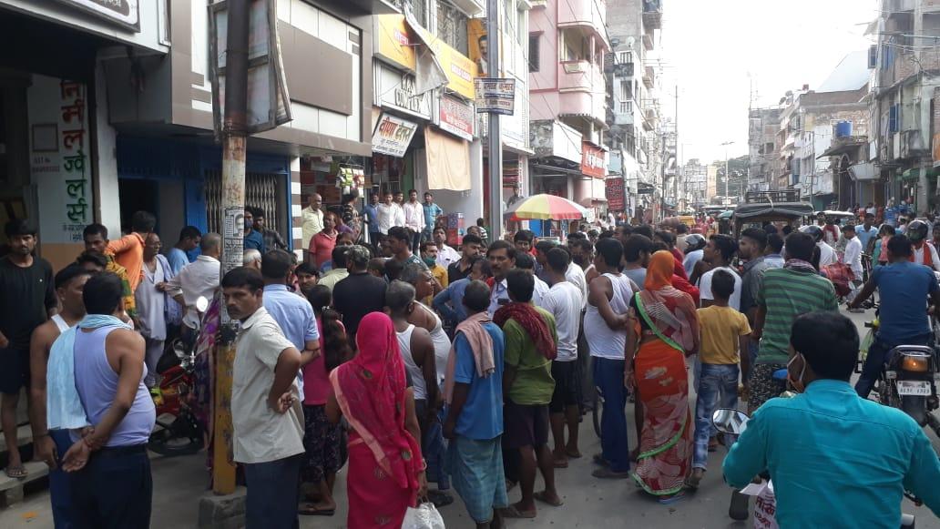 बेगूसराय में नकाबपोश अपराधियों ने हथियार के बल पर आभूषण दुकान में की लूट
