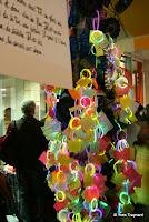 ENS d'Architecture de Paris Belleville : PARIS MÔMES – SYLVIE HAZEBROUCQ L'ARBRE À RÊVES / INSTALLATION L'Arbre à rêves, sculpture lumineuse composée à partir d'éléments d'électroménager, invite les enfants à écrire et accrocher leurs rêves.