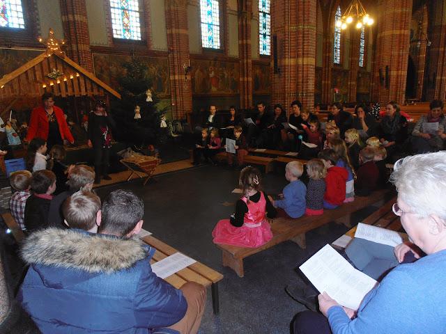 Kindje wiegen St. Agathakerk 2013 - PC251120.JPG
