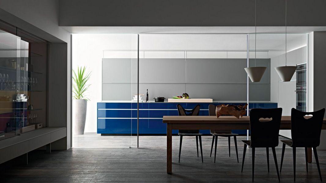 VALCUCINE-cucina-ergonomica-alluminio-vetro-blu 3.jpg