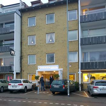 Riverside Hotel & Apartments