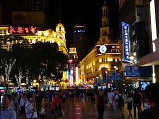 Nanjing Road by night à Shanghai