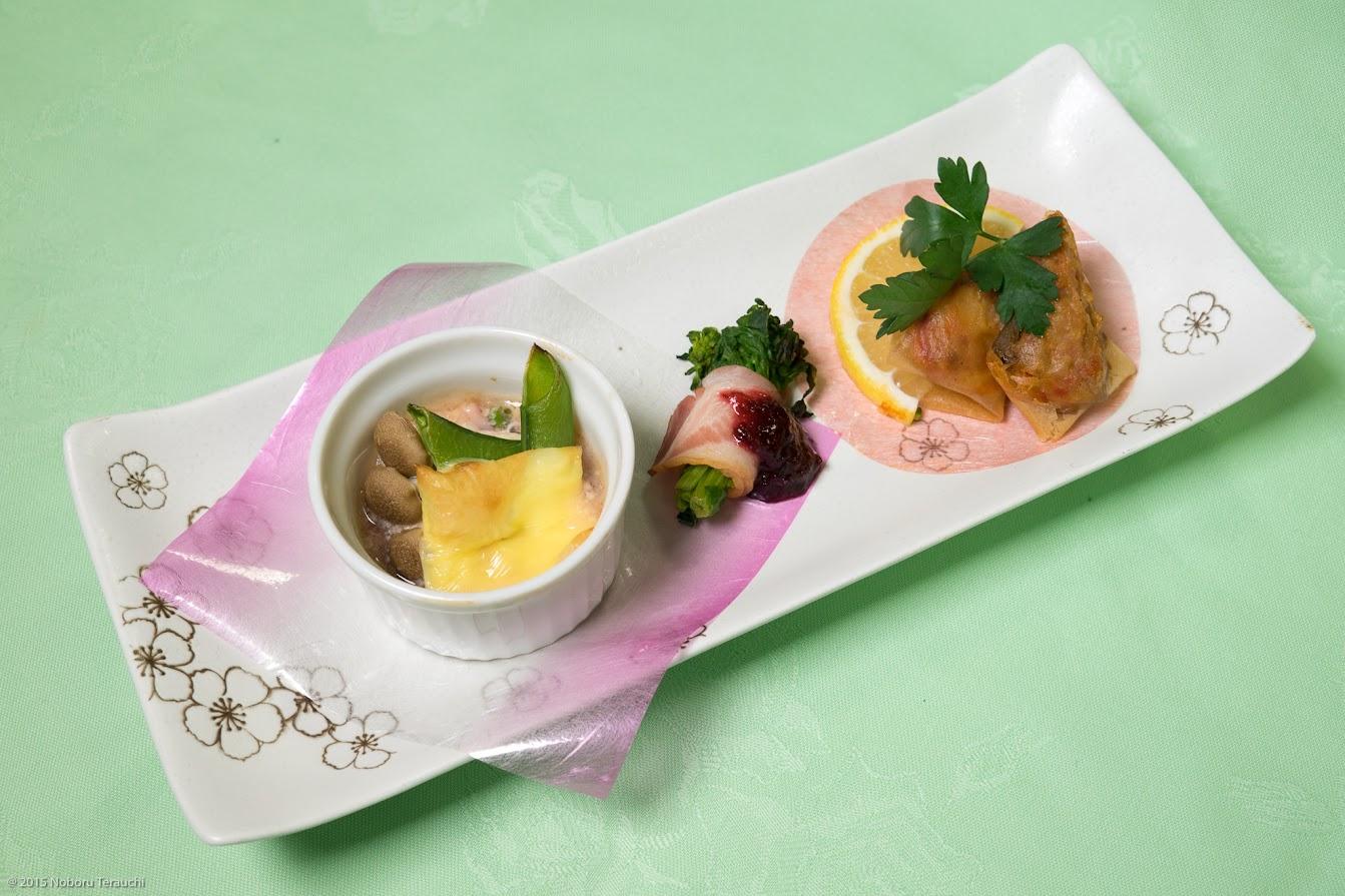 前菜3品:イカ塩辛チーズ焼き、ラタトゥーユパートフィロー巻き、菜の花ベーコン巻き