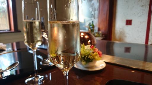 [写真]ビンテージのシャンパン