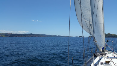 Photo: Heading up to Horseshoe Bay in the Cavalli Islands.