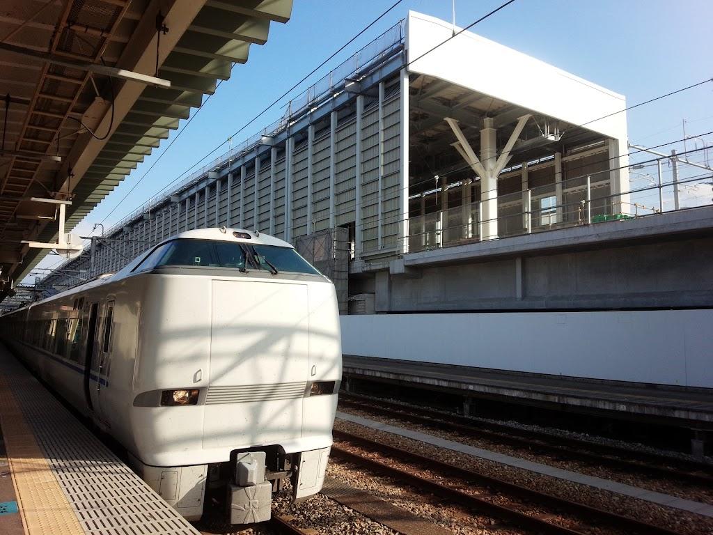 富山駅で停車中のサンダーバード