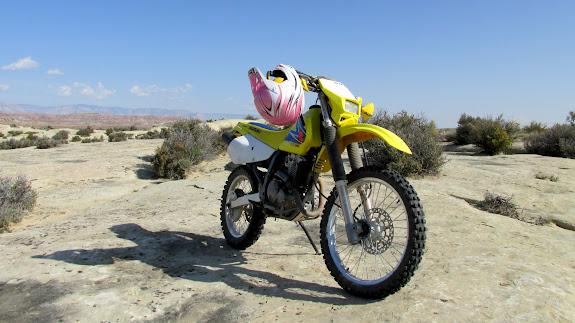 DR-Z250 on Sand Bench, rockin' the pink helmet