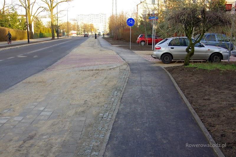 Dość niezrozumiałe odgięcie droga dla rowerów na przejeździe przez ul. Chemiczną
