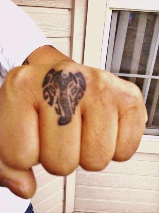 incrvel_tribal_cabeça_de_elefante_junta_de_tatuagem