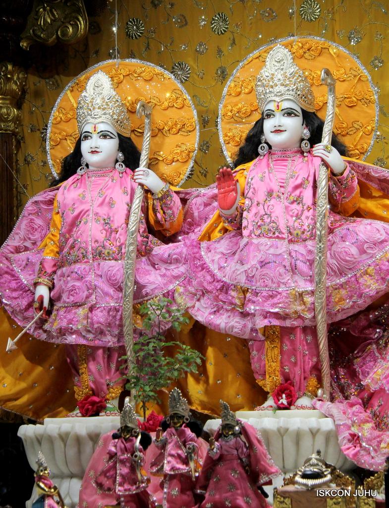 ISKCON Juhu Mangal Deity Darshan on 30th Dec 2016 (11)