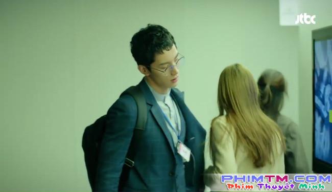 Park Hyung Sik tóe máu vì cứu Park Bo Young mà không biết vừa bị troll? - Ảnh 2.