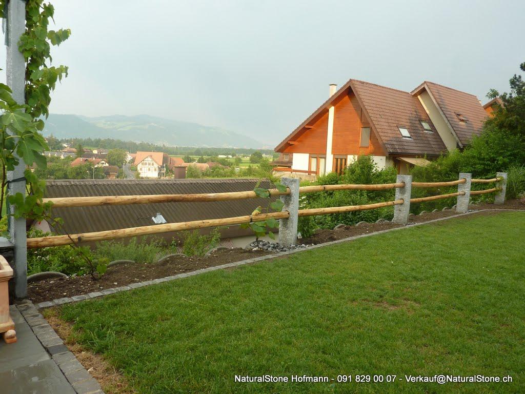 Tessiner Zaun mit Tessiner Gneis Säulen und Kastanien Rundholz