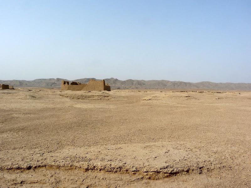 XINJIANG.  Turpan. Ancient city of Jiaohe, Flaming Mountains, Karez, Bezelik Thousand Budda caves - P1270792.JPG